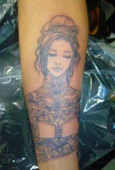ブラック&グレー 全身Tattoo女性