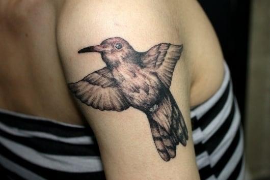 ブラック&グレー 蜂鳥(ハチドリ)・肩