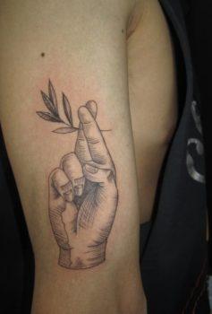 ブラック&グレー 手 hand