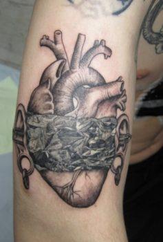 ブラック&グレー 心臓