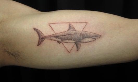 ブラック&グレー サメ